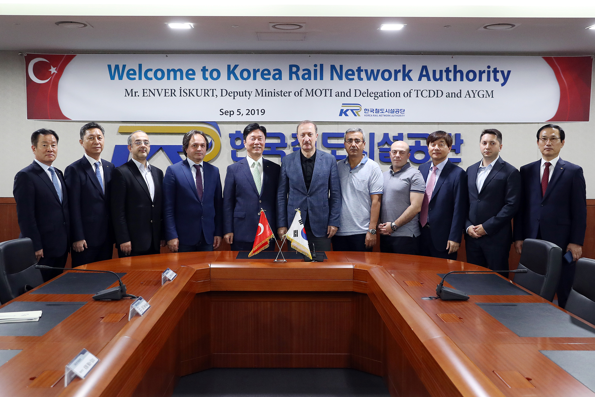 Transport and infrastructure deputy minister of Turkey visits KRNA to discuss cooperation in Turkey's high speed rail project 사진